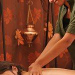 Modelage intuitif fait à l'huile essentielle. Il s'agit d'un massage de bien-être adapté aux besoins et envies du client.